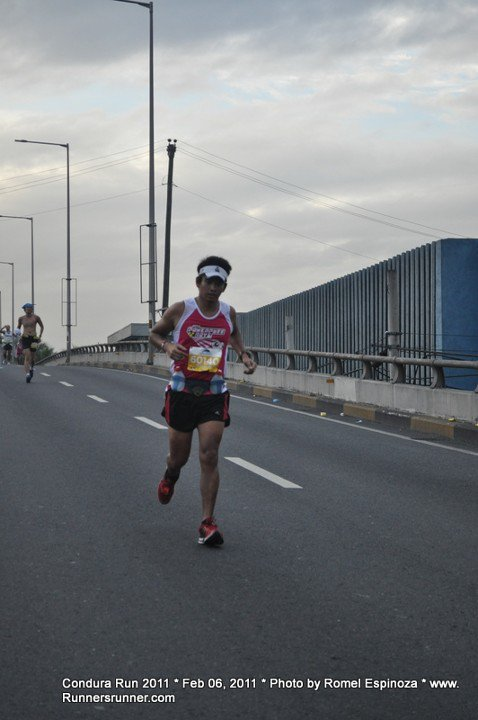 Of Pain and Near-Misses At The 2011 Condura Skyway Marathon