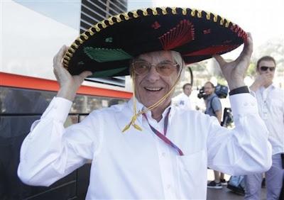 Берни Экклстоун в традиционной мексиканской шляпе на Гран-при Монако 2011