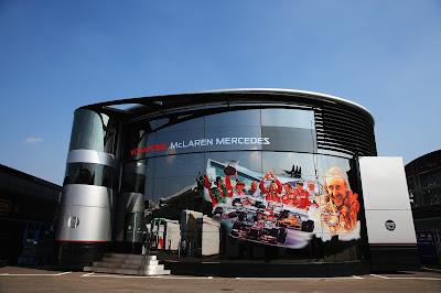 моторхоум McLaren с чемпионами на Гран-при Италии 2013