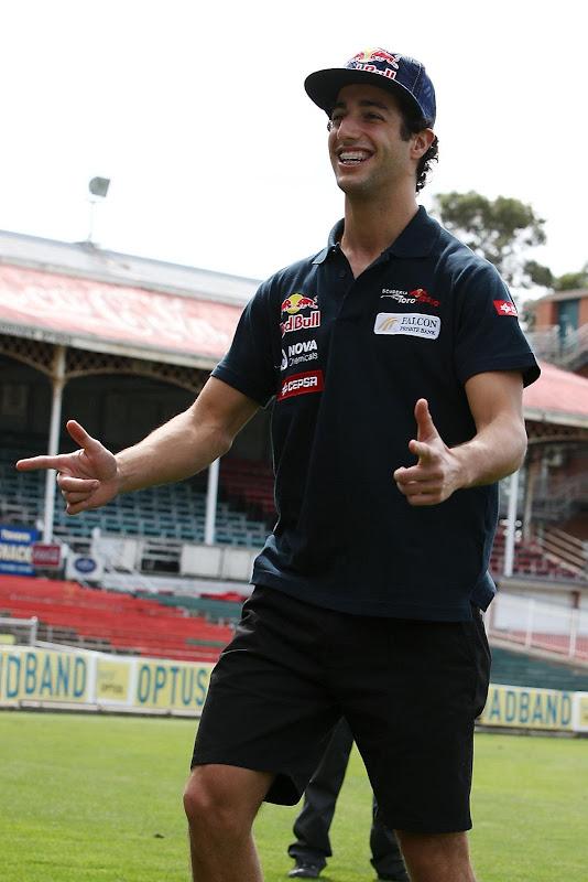 Даниэль Риккардо на поле перед Гран-при Австралии 2012