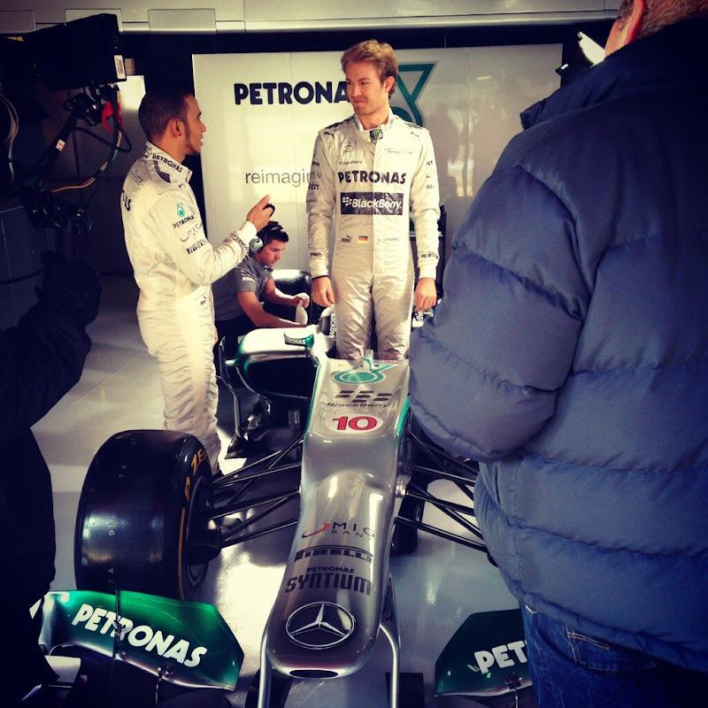 Льюис Хэмилтон и Нико Росберг на промо съемках Mercedes 23 февраля 2013