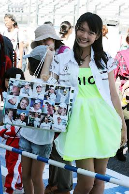 Nico Mana - преданная болельщица Нико Росберга на Гран-при Японии 2012