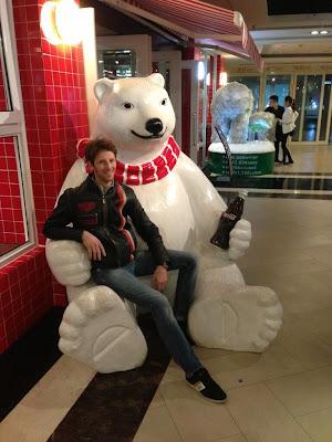 Ромэн Грожан и медведь Coca-Cola в Шанхае перед Гран-при Китая 2013