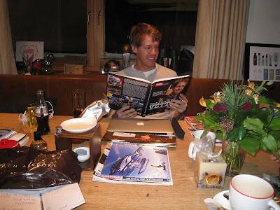 Себастьян Феттель читает свою биографию в отеле Rote Wand 30 декабря 2011