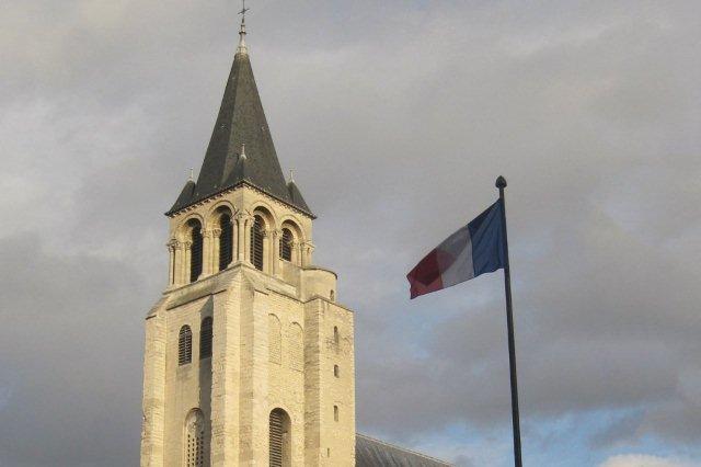 Iglesia de Saint Germain des Prés y bandera de Francia
