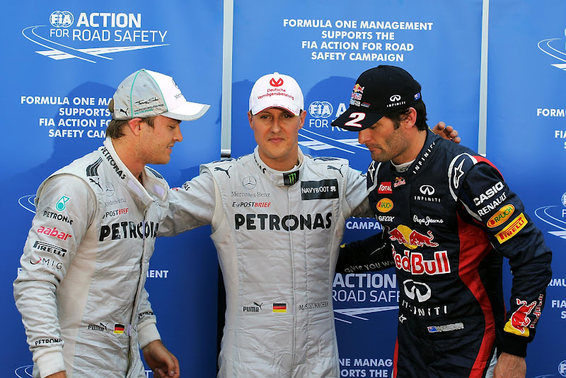 Михаэль Шумахер обнимает Нико Росберга и Марка Уэббер после квалификации на Гран-при Монако 2012