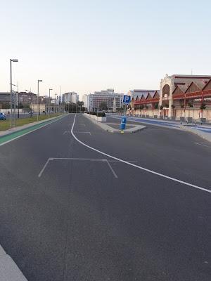 заезд на пит-лейн на городской трассе Формулы-1 в Валенсии зимой