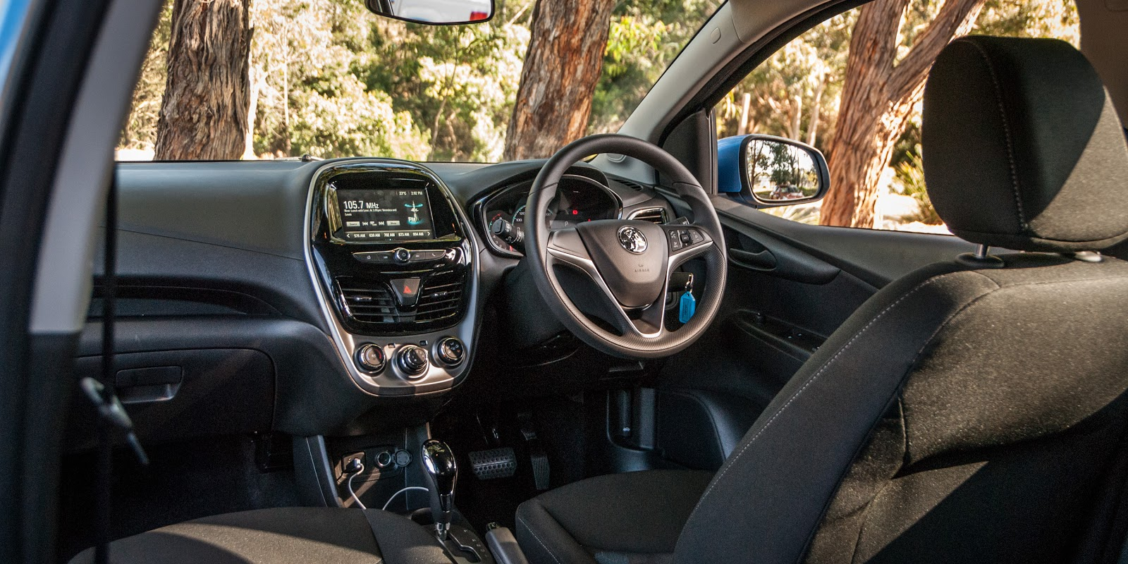 Nội thất của xe đơn giản, tinh tế, đẹp mắt và nhiều tính năng hiện đại