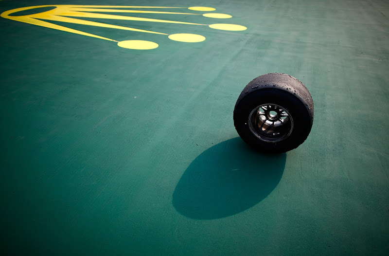 Pirelli на фоне Rolex на Гран-при Китая 2013