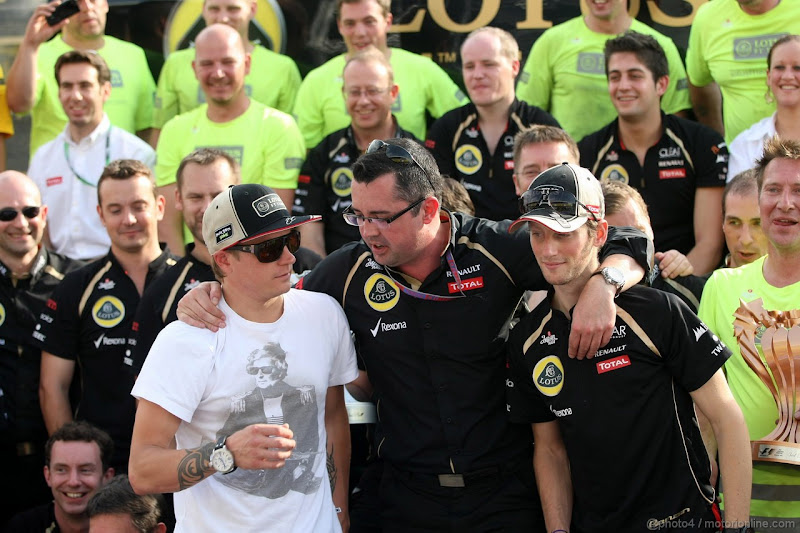 Эрик Буйе со своими пилотами - Кими Райкконен и Ромэн Грожан на Гран-при Венгрии 2012