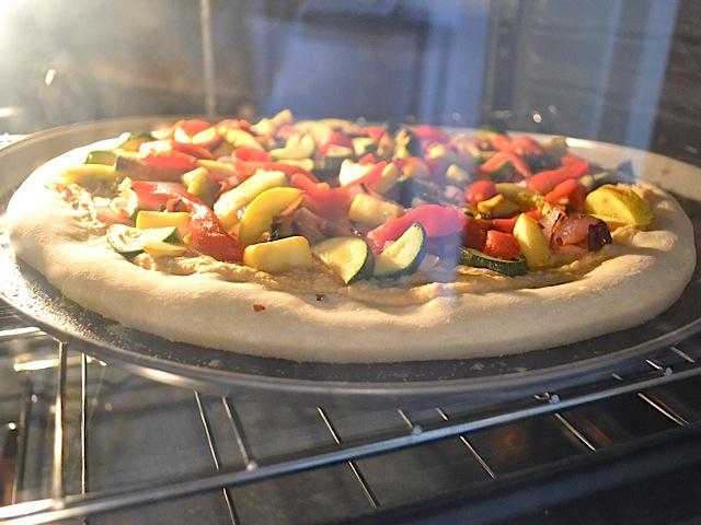 bake hummus pizza