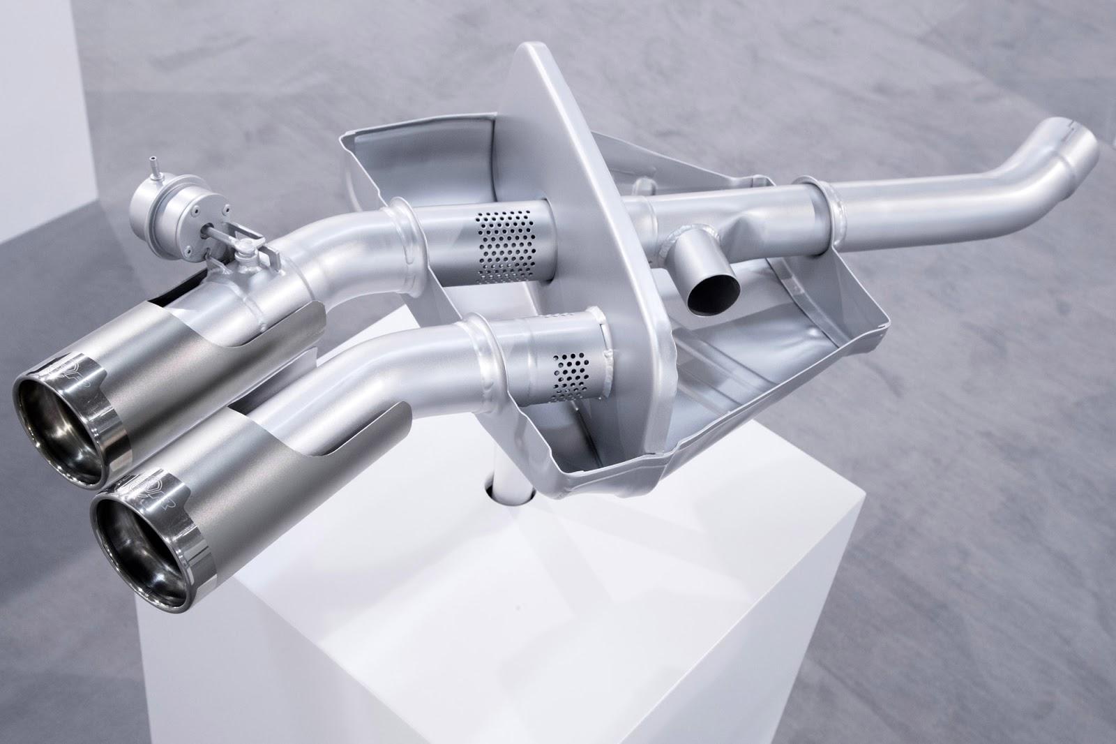 Hệ thống 4 ống xả mới làm bằng titan và hợp kim cao cấp