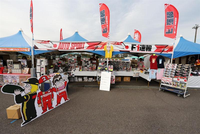 картонные фигуры Кими Райкконена и Фернандо Алонсо на Гран-при Японии 2012