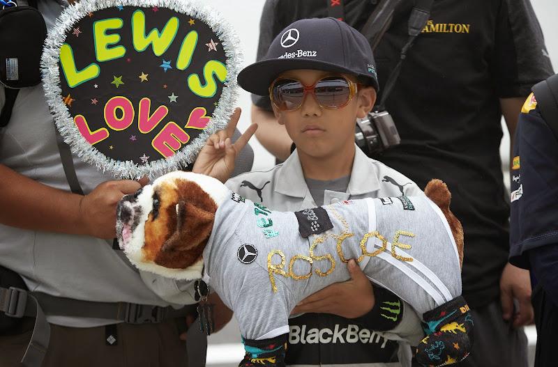 болельщик с Роско на Гран-при Японии 2014