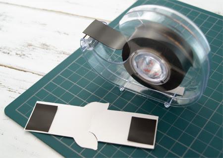 マグネットテープを貼る