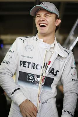 cсмеющийся Нико Росберг на Гран-при Японии 2013