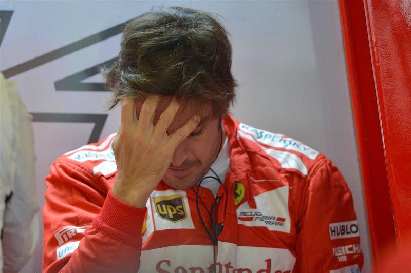 Фернандо Алонсо фэйспалмит на Гран-при Великобритании 2014