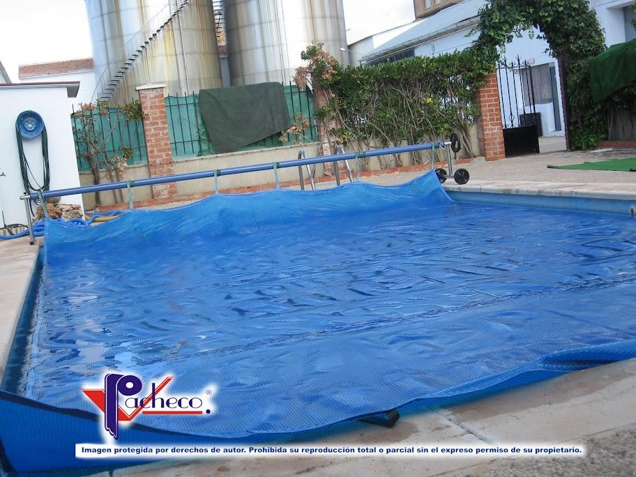 Cobertores de burbujas para piscinas en burjassot for Burbuja piscina