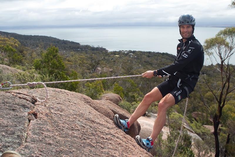 Марк Уэббер занимается скалолазанием в Freycinet National Park в Тасмании 6 декабря 2011