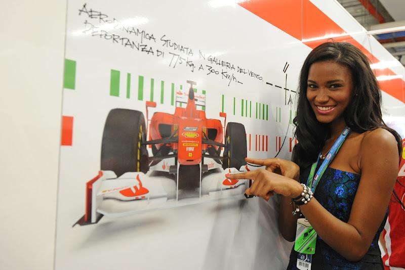 Мисс Вселенная в боксах Ferrari на Гран-при Сингапура 2011