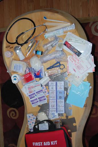 Vos kits pharmacie / premiers secours : liste de base et modèle de trousse - Page 2 DSC_0035