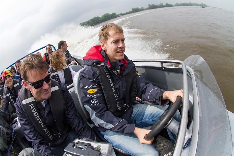 Себастьян Феттель катает людей на лодке в Монреале на Гран-при Канады 2013