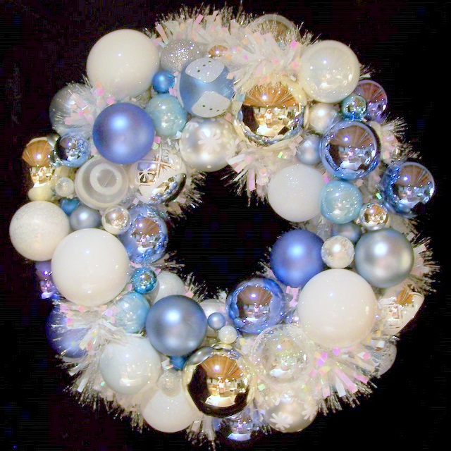 Frosty OWR8017 Holiday Ornament Wreath