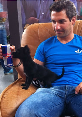 Тимо Глок с собачкой и банкой Red Bull