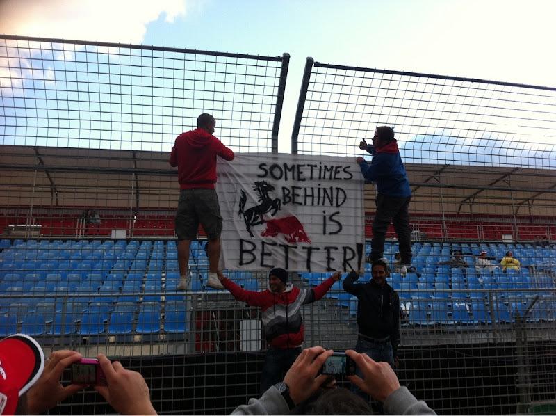 баннер болельщиков Ferrari на Гран-при Австралии 2013