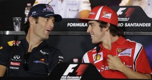 Марк Уэббер и Фернандо Алонсо смеются на пресс-конференции Гран-при Италии 2011 в Монце