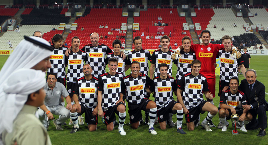 пилоты Формулы-1 на футбольном матче на Гран-при Абу-Даби 2011