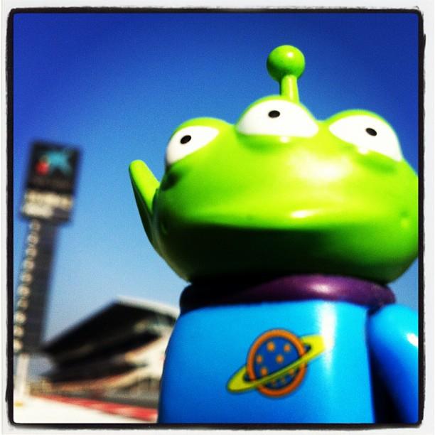 Toy Story Aliens на трассе Каталунья на предсезонных тестах 2012 в Барселоне