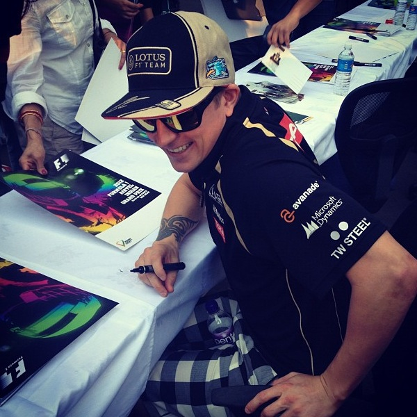 Кими Райкконен на автограф-сессии Гран-при Индии 2012