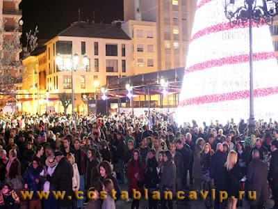 Año Nuevo, Feliz Año Nuevo, Nochevieja, Mercado del Papa Noel, Fiesta, Papa Noel, праздники в Испании, новый год в Испании, Коста Бланка, CostablancaVIP, недвижимость в Испании, новогодние праздники, новогодняя ёлка, Plaza del Sol
