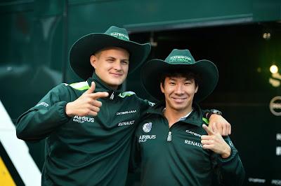 Маркус Эрикссон и Камуи Кобаяши в ковбойских шляпах от Марио Андретти на Гран-при Италии 2014