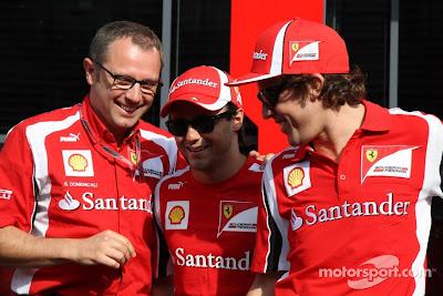 улыбающиеся Стефано Доменикали, Фелипе Масса и Фернандо Алонсо на Гран-при Италии 2011 в Монце
