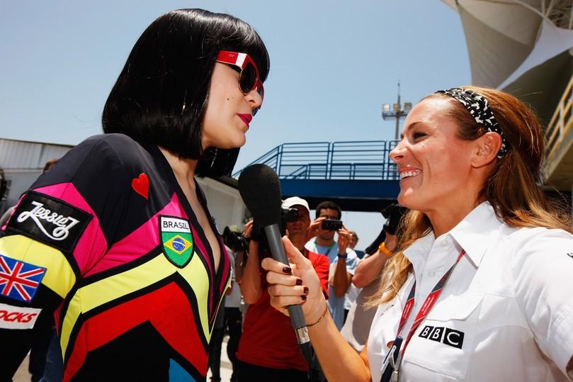 Jessie J дает интервью Натали Пинкхэм на Гран-при Бразилии 2011