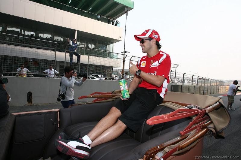 Фелипе Масса на параде пилотов Гран-при Индии 2011