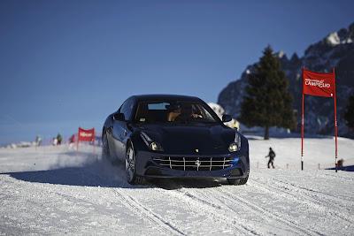 Фелипе Масса на машине Ferrari едет по горнолыжному спуску на Wrooom 2012