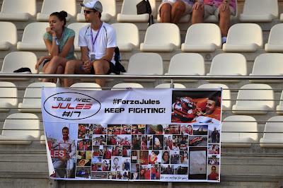 баннер болельщиков в поддержку Жюля Бьянки на Гран-при Абу-Даби 2014