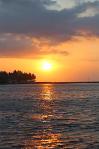 sunset pelabuhan palipi majene