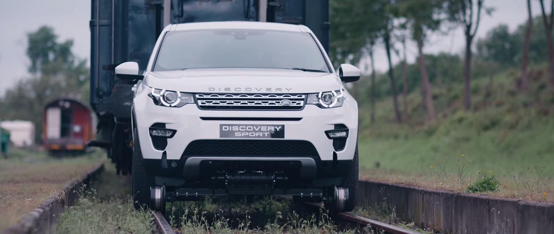 Không lẽ Land Rover Discovery Sport mạnh thế này sao?