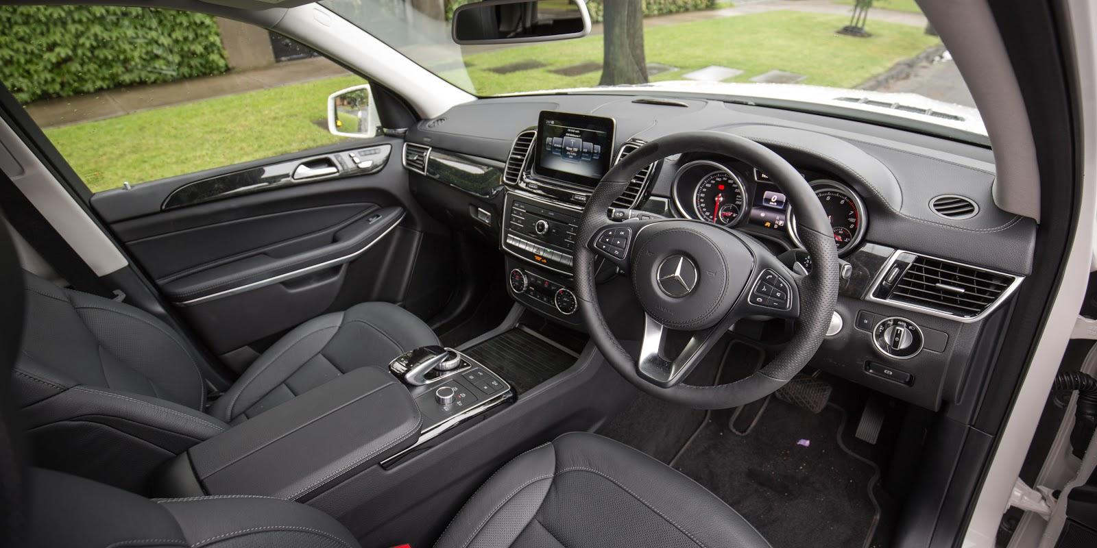 Khoang lái của xe sang trọng, thể thể thao, chắc chắn với nhiều tính năng cực thông minh