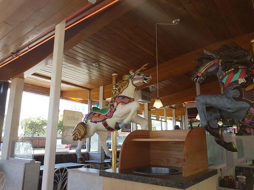 Dairy Queen, 2350 Douglas St, Victoria, BC V8T 4L7, Canada, Fast Food Restaurant, state British Columbia