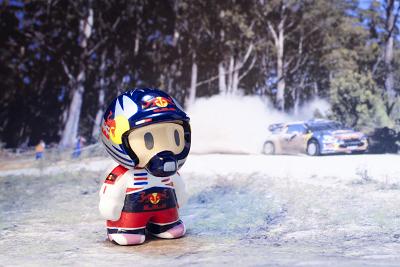 фигурка Кими Райкконена на фоне проезжающего Citroen by naokonen