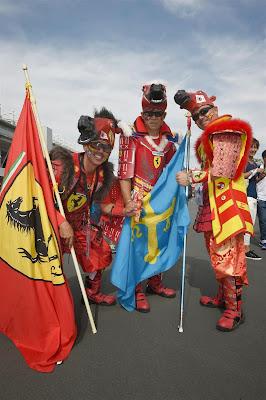 болельщики Ferrari в костюмах на Гран-при Японии 2014
