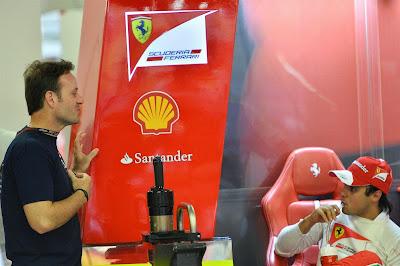 Рубенс Баррикелло и Фелипе Масса в гараже Ferrari на Гран-при Сингапура 2013