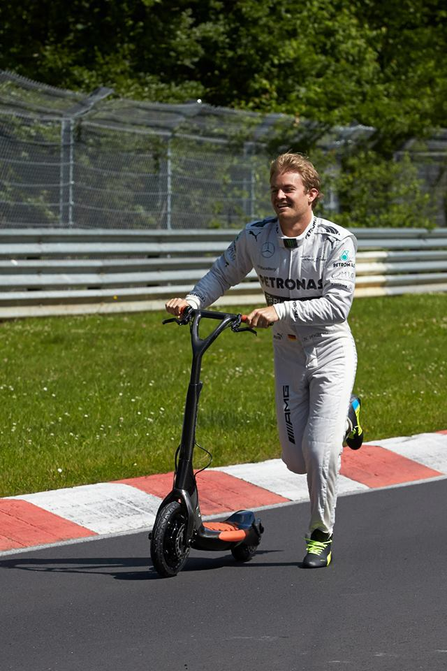 Нико Росберг на самокате на Нюрбургринге перед Гран-при Германии 2013
