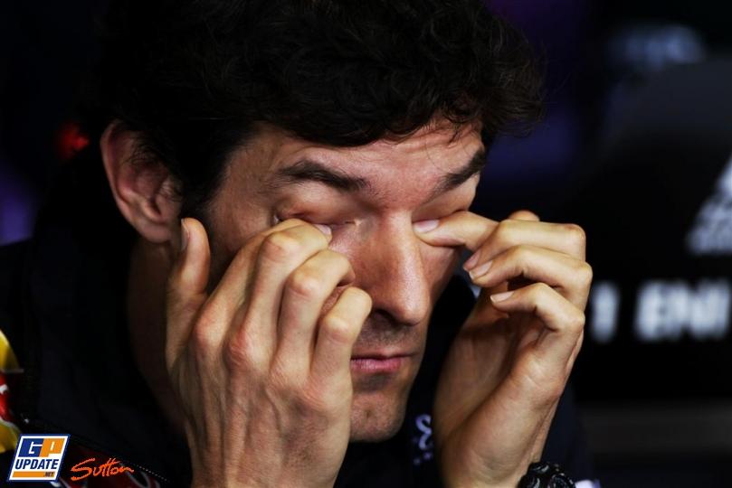 Марк Уэббер закрывает глаза на пресс-конференции в четверг на Гран-при Венгрии 2011