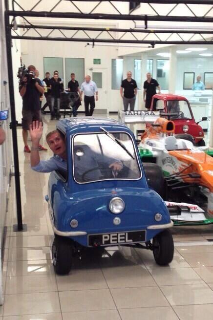 Дэвид Култхард на трехколесной машине на Гран-при Великобритании 2013